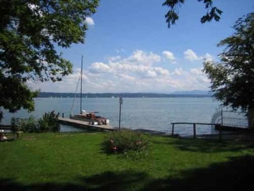 Тутцинг расположен на берегу Штарнбергского озера недалеко от Мюнхена