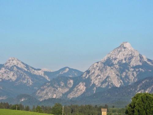 Вид  с балкона на восток на гору
