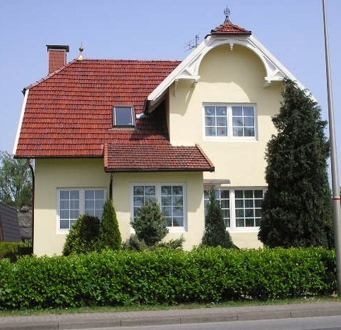Недвижимость под Гамбургом: 3-х этажная загородная вилла с сауной и большим приусадебным участком