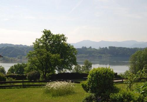Вид с террасы дома, вид на Альпы и озеро
