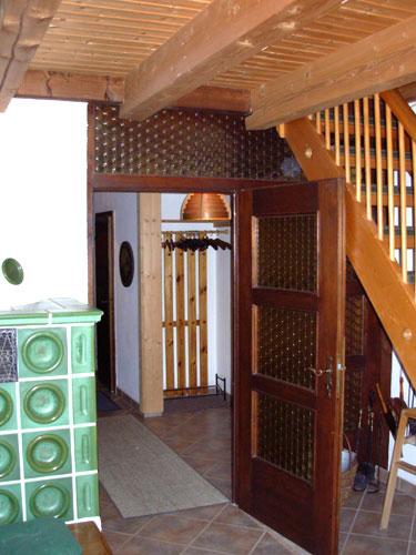 Вид из гостиной в коридор