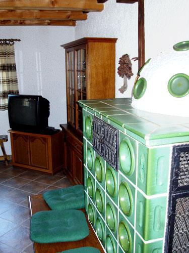 Гостиная с каминной изразцовой печью