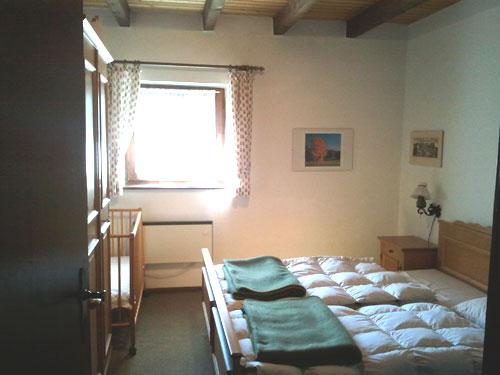 Первая спальная комната на первом этаже