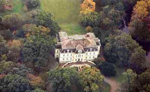 Вид замка сверху. Купить замок в самом сердце Европы, в Германии.