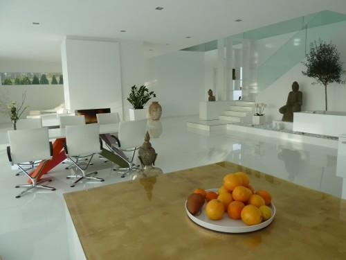 Шикарная кухня и столовая